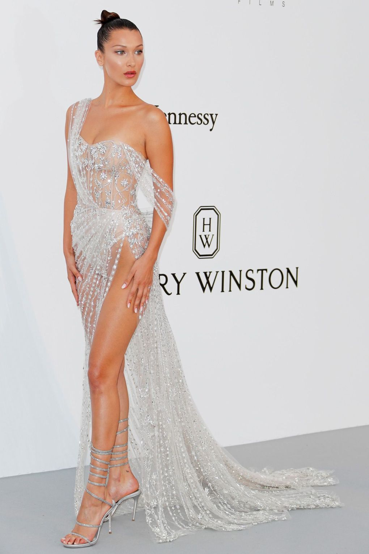 Bella Hadid в платье Ralph & Russo (@Shutterstock)