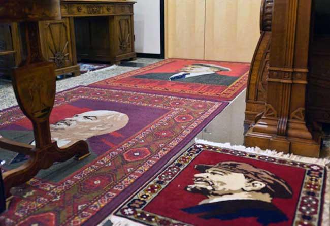 Пройдись по Ленину: ковры в офисе Добровинского / фото: Сергей Мухамедов