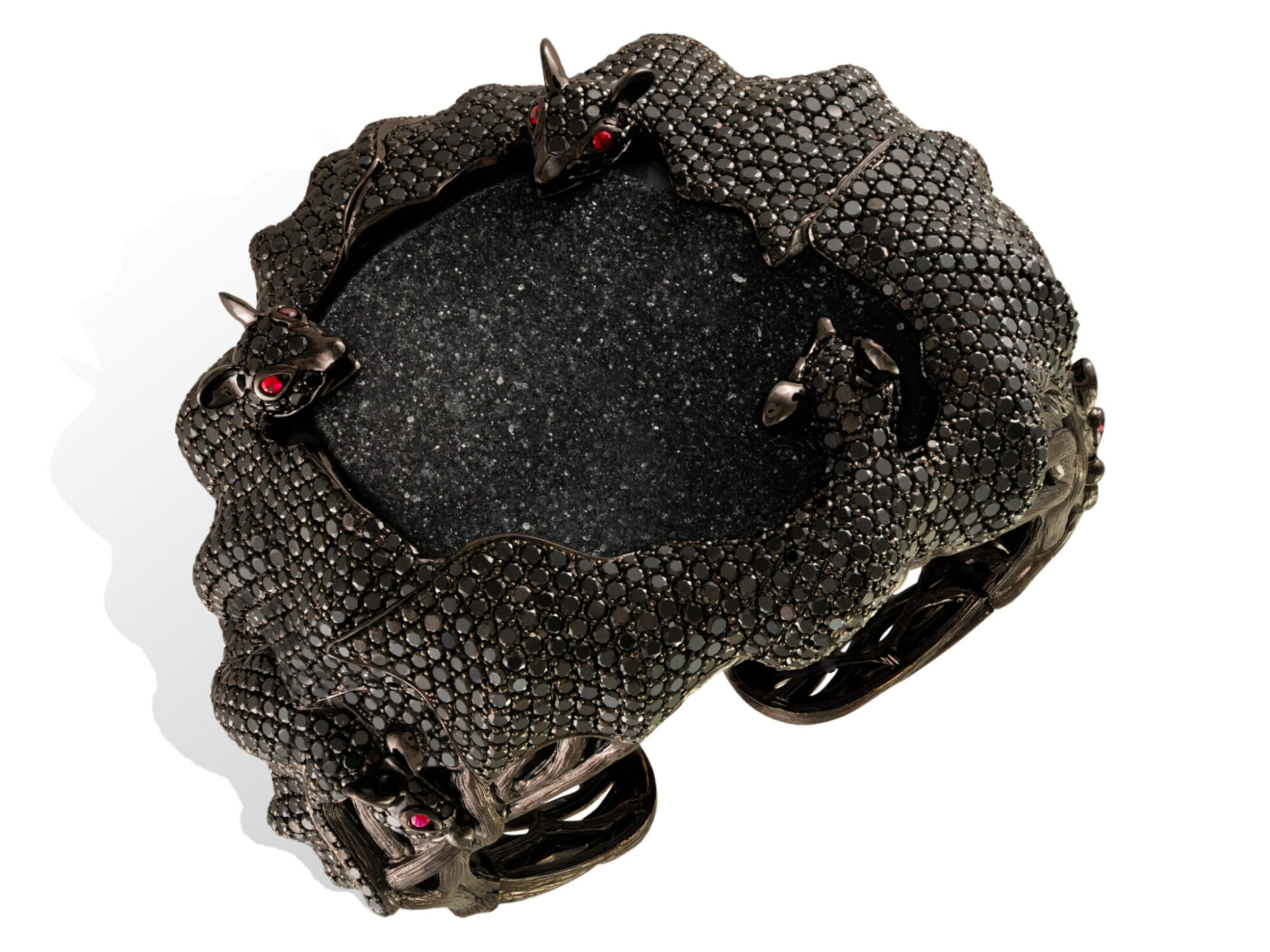 Bracelet 18 K OR / black rhodium gold 158.61 grs, 10 rubies 0.24 ct, 1966 DTS / black diamonds 42.52 cts, 1 druzy agate 44.58 grs