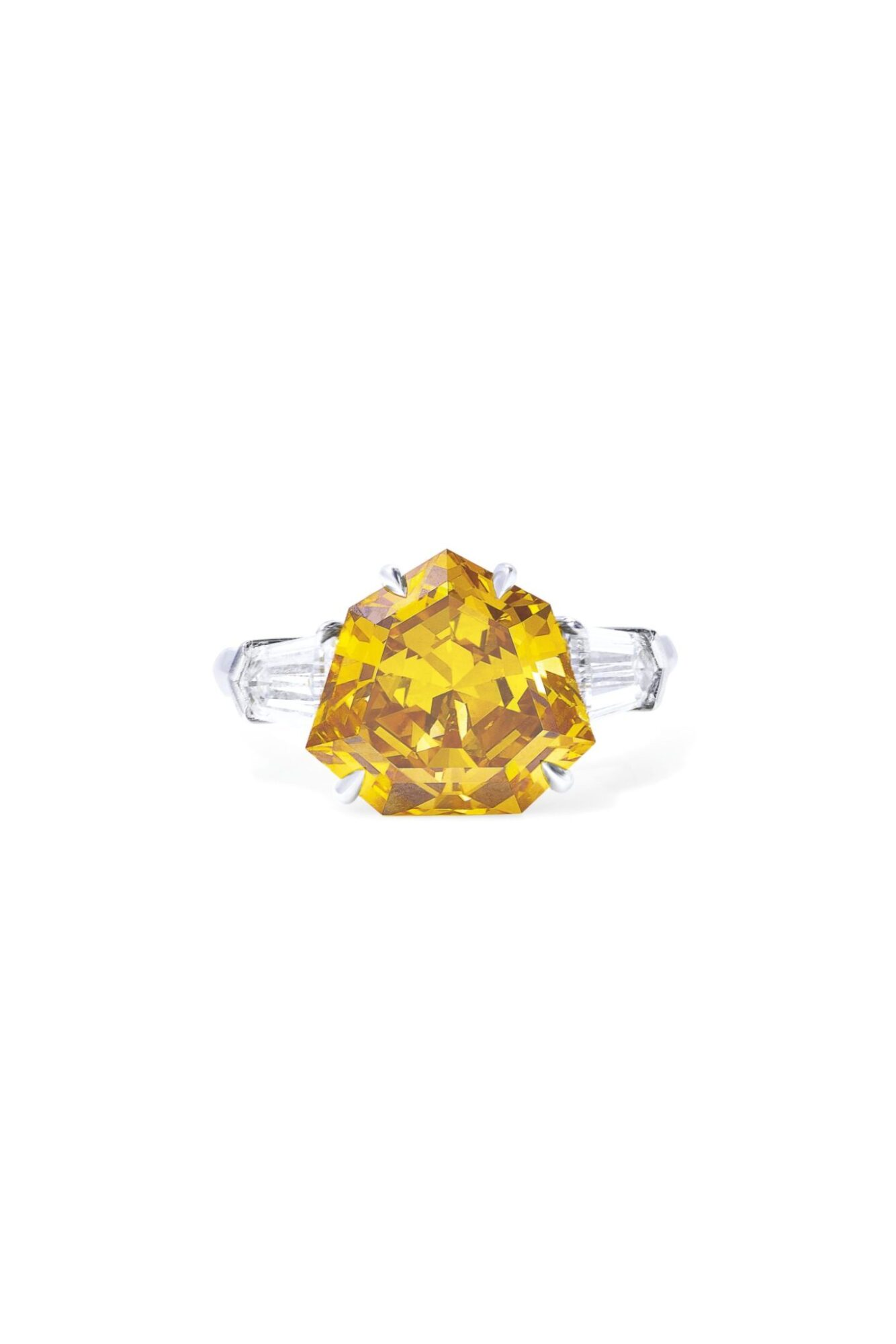 A yellow-orange modiefied diamond ring of 5.02 cts, estimate CHF300,000-500,000