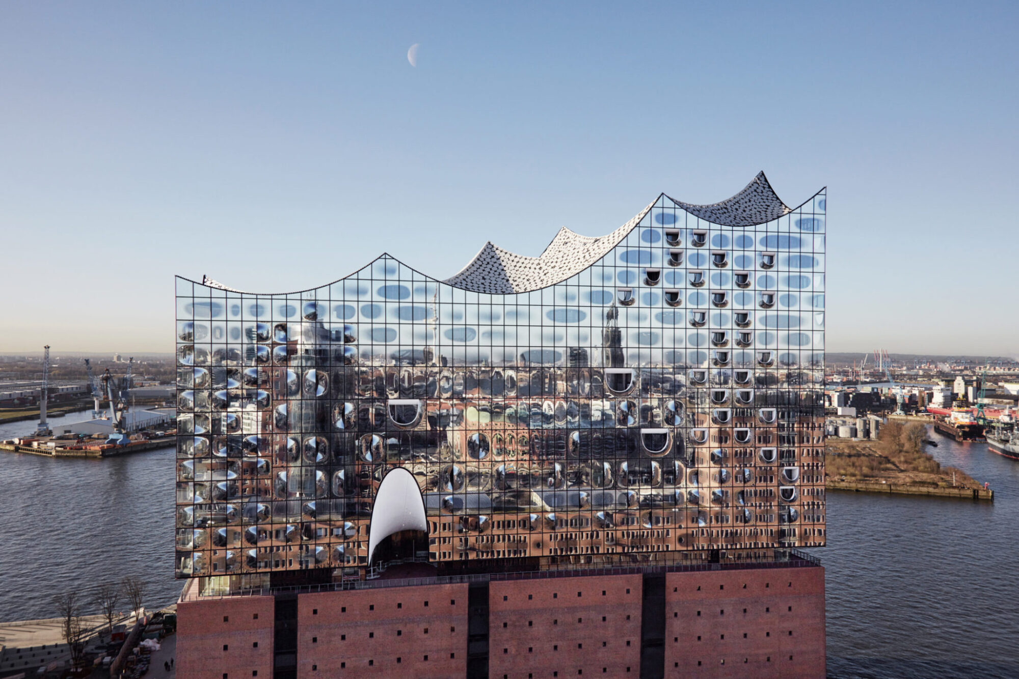 Elbphilharmonie / Photo: Maxim Schulz