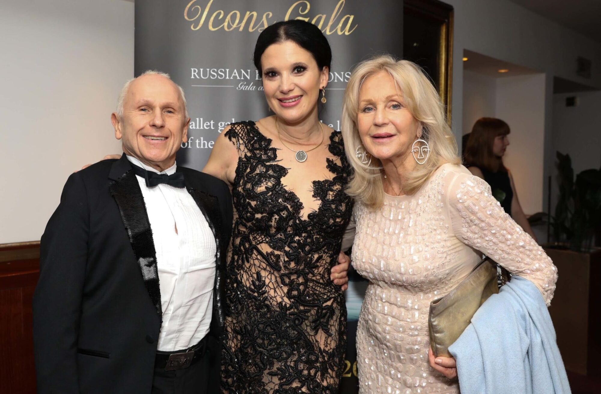 LONDON, ENGLAND - MARCH 31, 2019. Guests of the Russian Ballet Icons Gala Dinner: Wayne Sleep, Olga Balakleets, Liz Brewer (Photo by David M. Benett / Getty Images for Ensemble Productions Ltd)