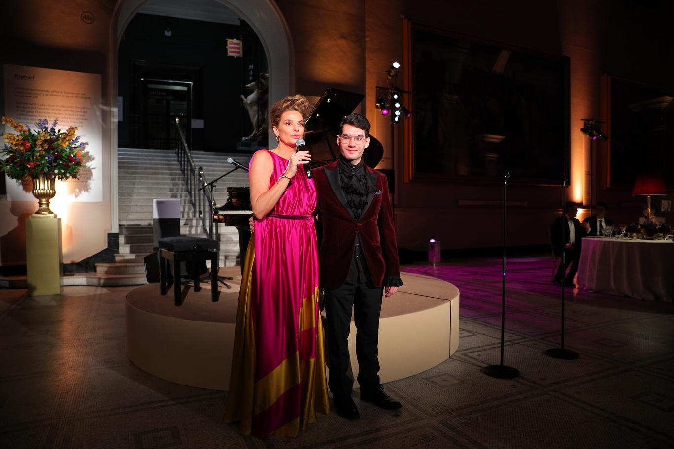 Алина Низова с сыном Дэвидом