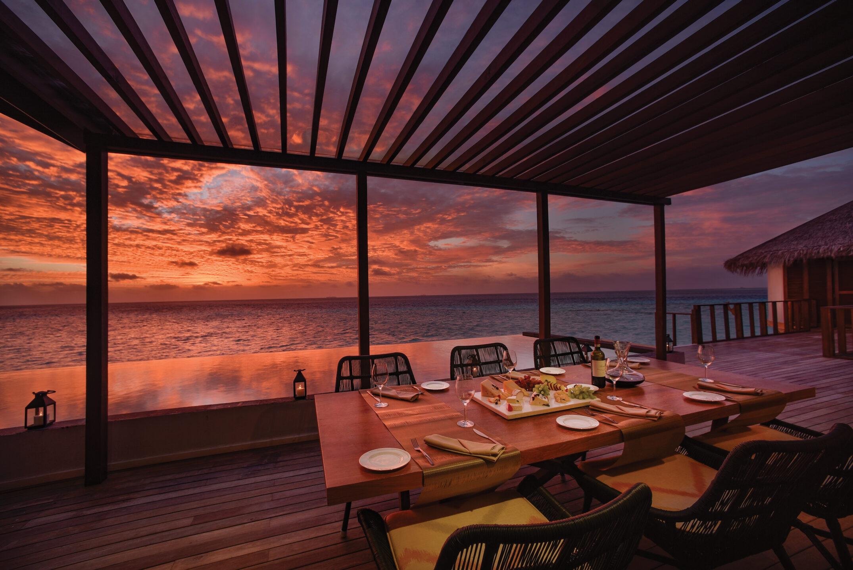 OZEN LIFE MAADHOO - THE OZEN RESIDENCE - Outdoor Dining Sunset